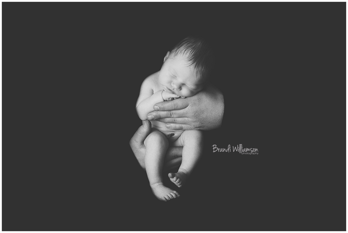 Tuscarawas County Newborn Photographer | black and white newborn photo in Daddy